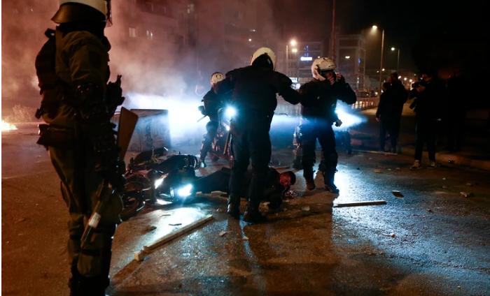 Brutalno policijsko nasilje na protestu u Atini