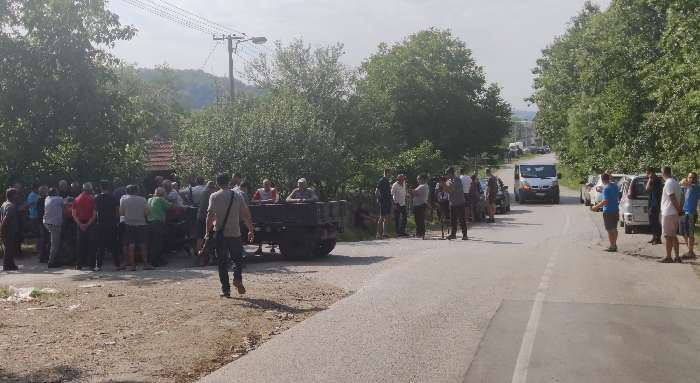 Čačak: Meštani blokirali put